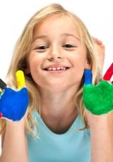 girl-paint-hands