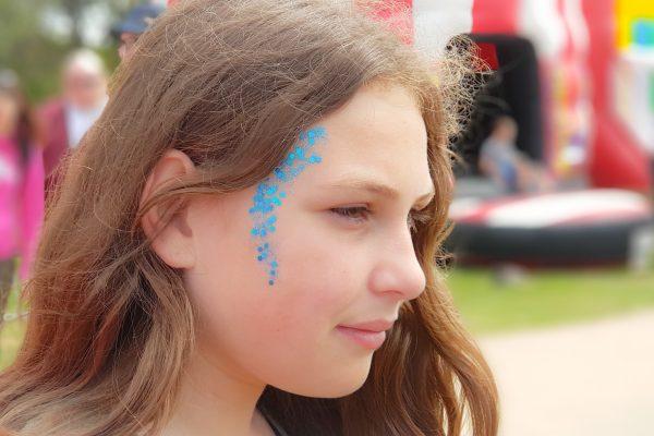 Party in the Park Tribute Festival 2019 glitter